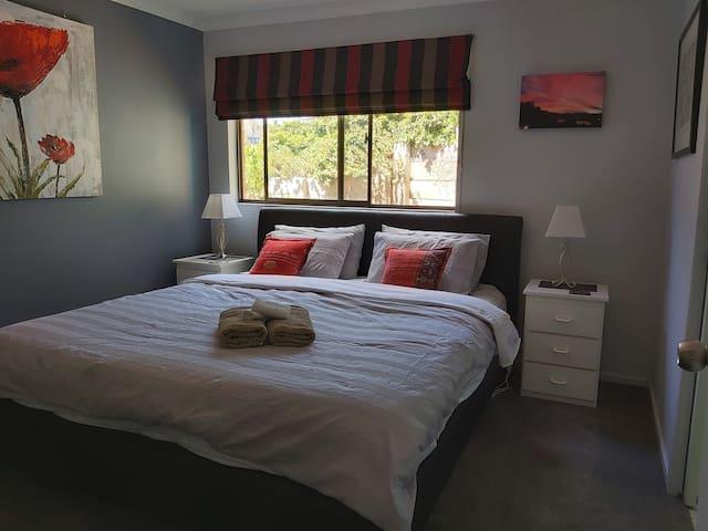 Beautiful apartment in Howrah/ beachfront suburb