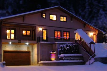 Lumberjack Room/ Mullan House BNB - Mullan - Bed & Breakfast