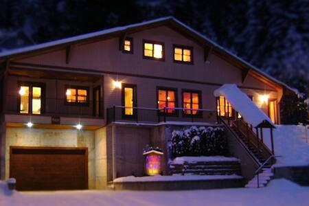 Lumberjack Room/ Mullan House BNB - Mullan