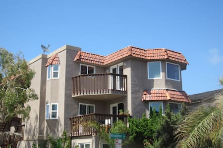 HUGE 2 BR/2 BA Mission Beach Condo