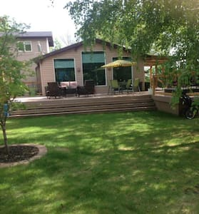 Gary and Leslie's summer oasis