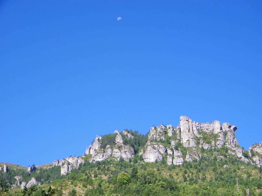 La vue sur le Causse Méjean depuis le jardin...