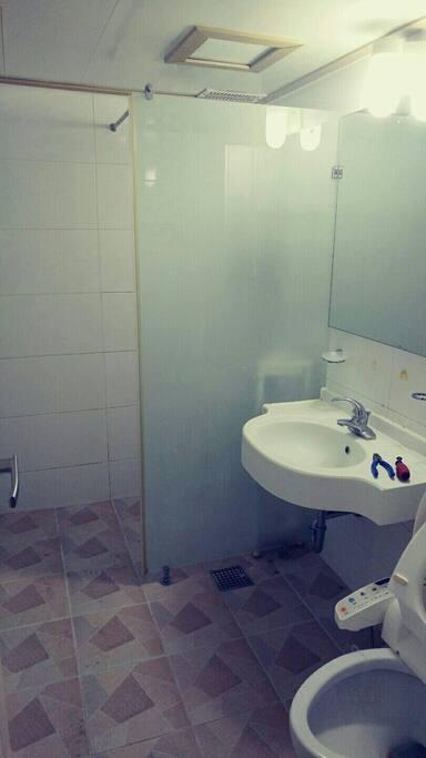 화장실  ㅡ메인과 안방용 2개