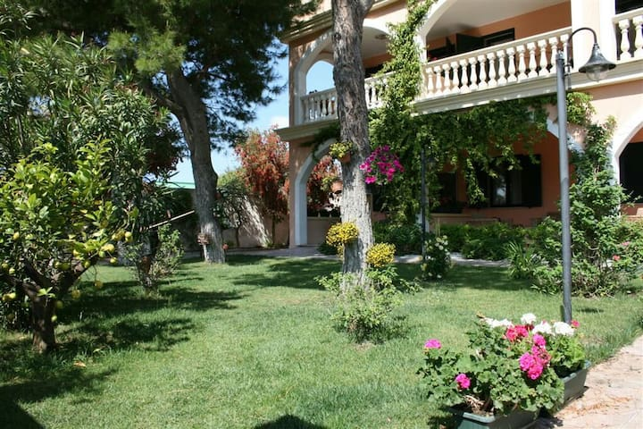 Apartment 100 meters from the beach - Lendinuso