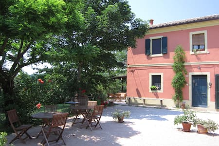A house of flowers, wellness,relax - Monte San Vito