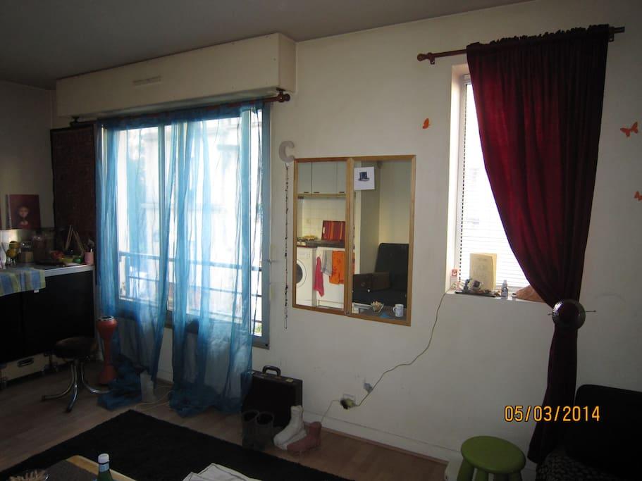 deux fenêtres pour laisser entrer la lumière
