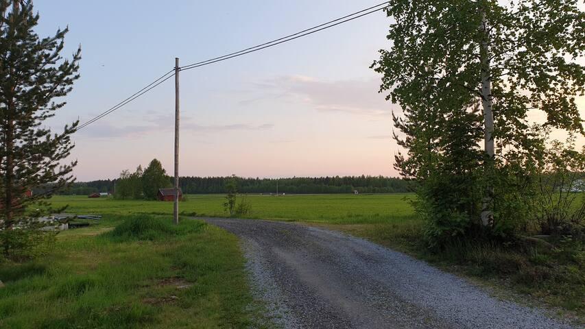 Mysigt och fräscht gårdshus ute på landet