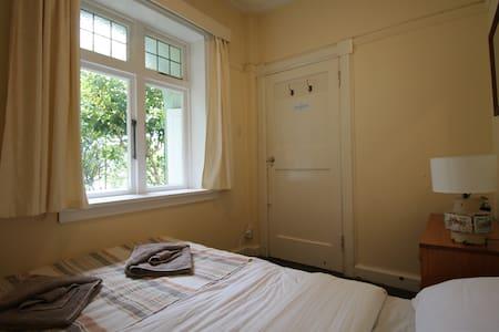 Cozy private room. Walk to city centre. - Wellington