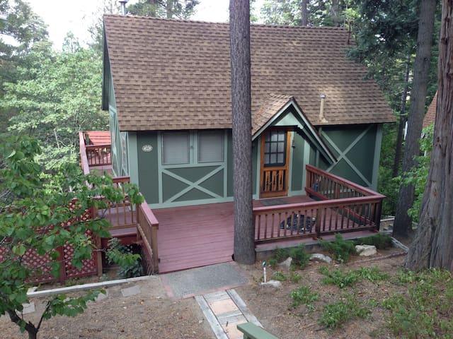 Cozy Cottage/Hot Tub/Free Pass 2 beach/lake/trails - Lake Arrowhead - Cottage