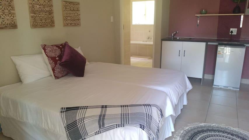 Cozy guestroom Sandton- Rm 5