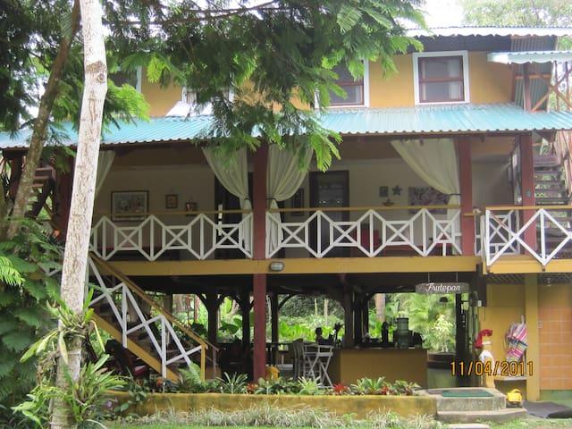 Casa Puerto Viejo Limón