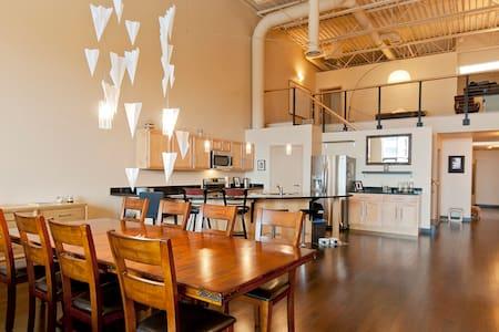 Large luxurious downtown loft - Flint