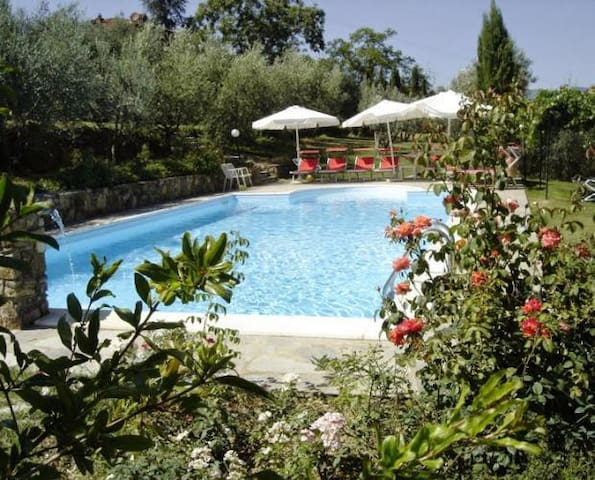 Beautiful villa with private garden and pool - Pergine Valdarno - Villa