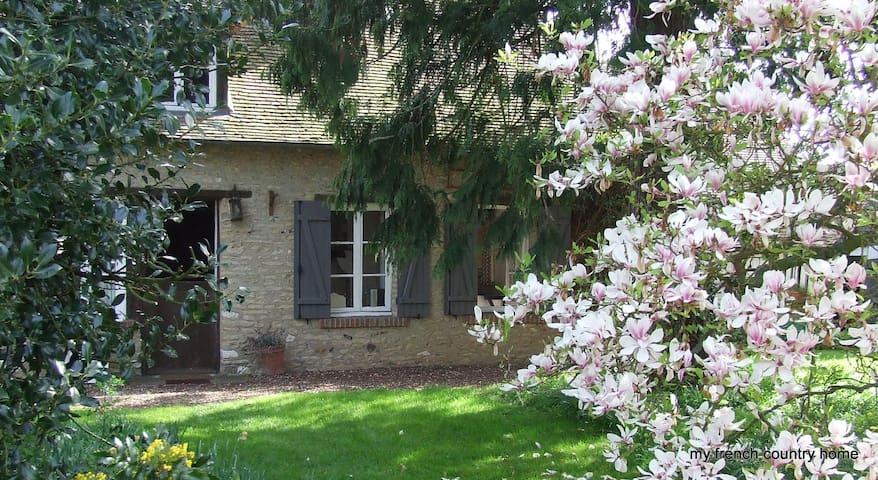 stone cottage in normandy - Jouy-sur-Eure - Maison