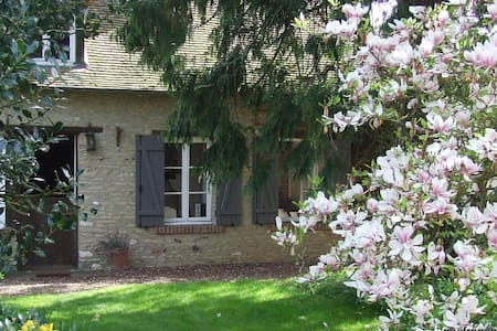 stone cottage in normandy - Jouy-sur-Eure - Rumah