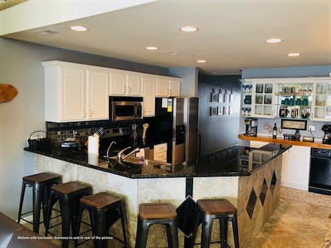 Luxury 4 bed Condo perfect for families or friends