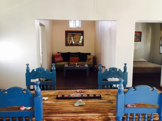 BEST DOWN TOWN LOCATION W/ AIR CONDITIONER & WIFI - Todos santos - Casa