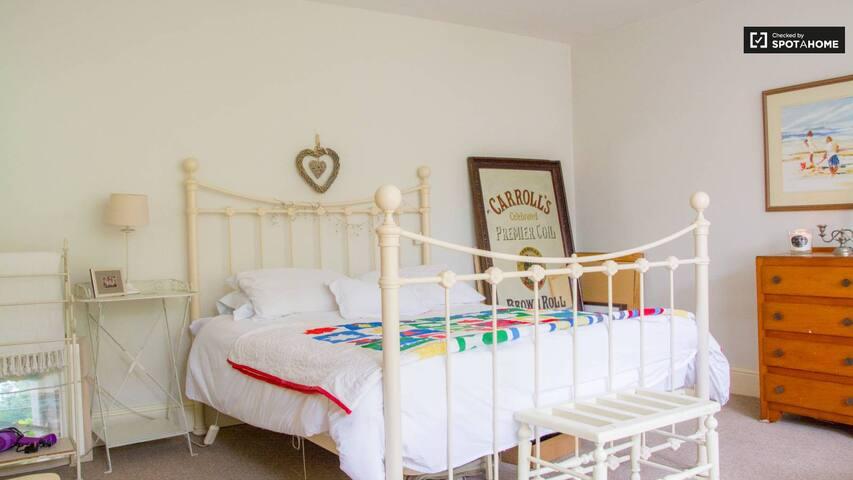 Lovely bright room in Monsktown, Co. Dublin