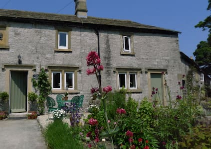 Picturesque Stone Cottage in the Peak District - Middleton-by-Youlgrave - Bed & Breakfast