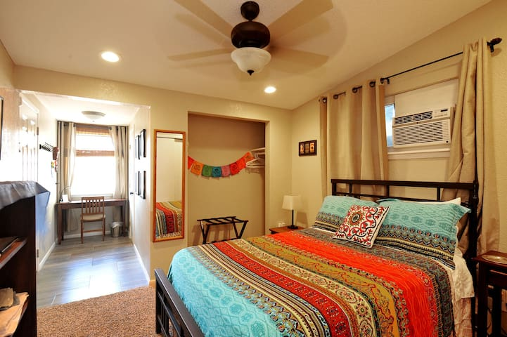 Privacy w/bath, fridge, microwave @ I-10 exit 28 - El Paso - Rumah
