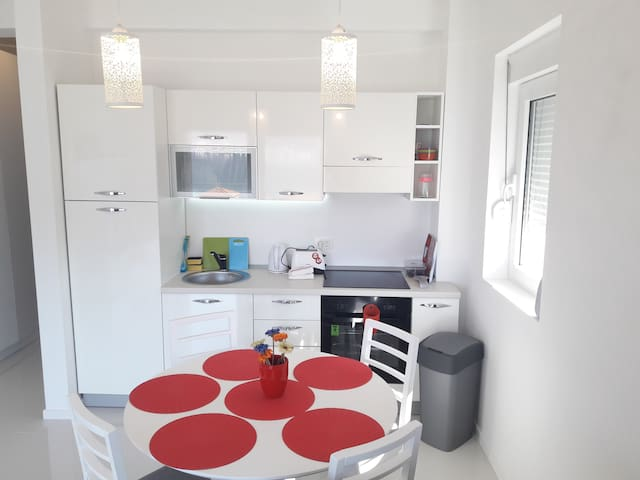 Bright one bedroom apartment