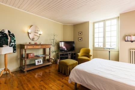Chambre avec bassin de détente - Port-Sainte-Marie - Hus