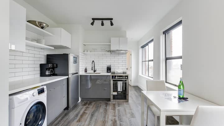 Spacious studio in downtown Seattle, washer/dryer
