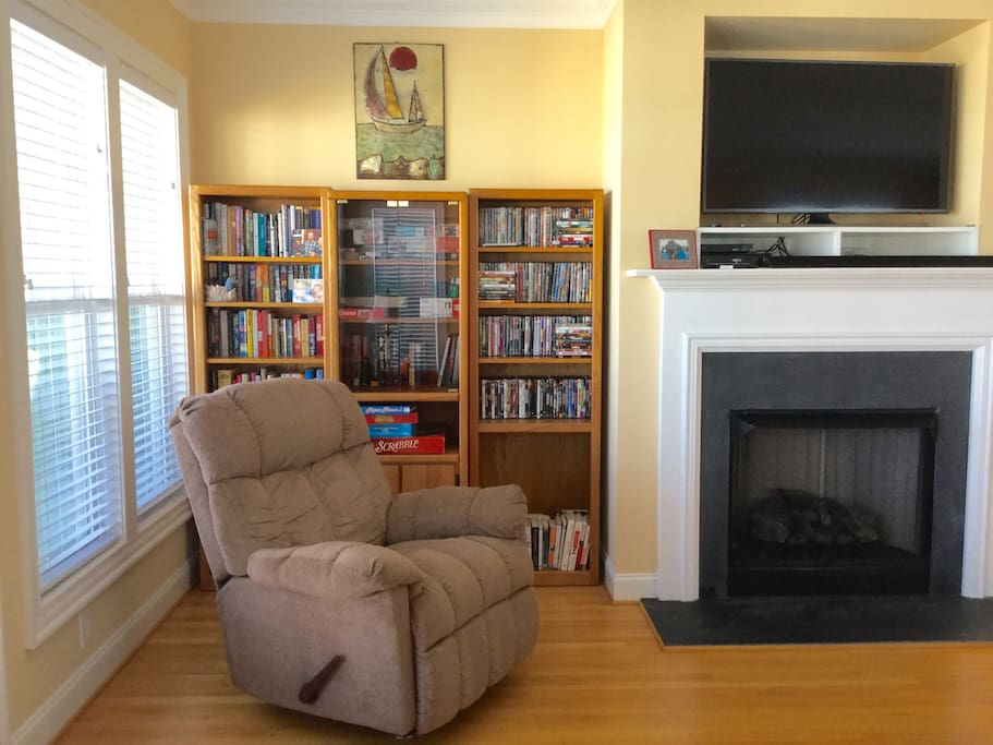 "Living room with gas fireplace. A new 50"" Samsung 4K UHD Smart TV with DVD and cable. Book shelves with nearly 400 books (3 sets of bookshelves throughout the house), and 200 DVD's. Many games and puzzles also."