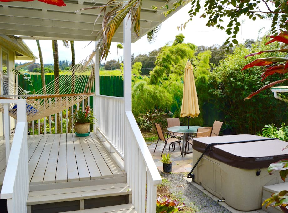 Bamboo garden with  private stargazing hot tub and al fresco patio