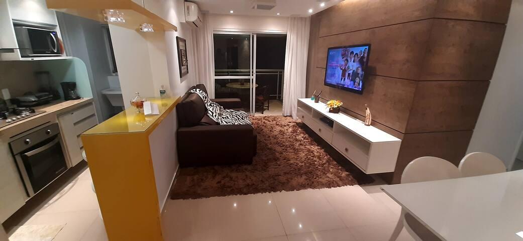 "Sala climatizada, TV LED 47"", tapete e cortina, ambiente super aconchegante"