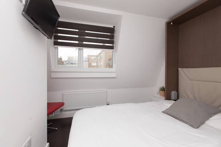 Charlotte Rooms by EveryWhere to Sleep London R9