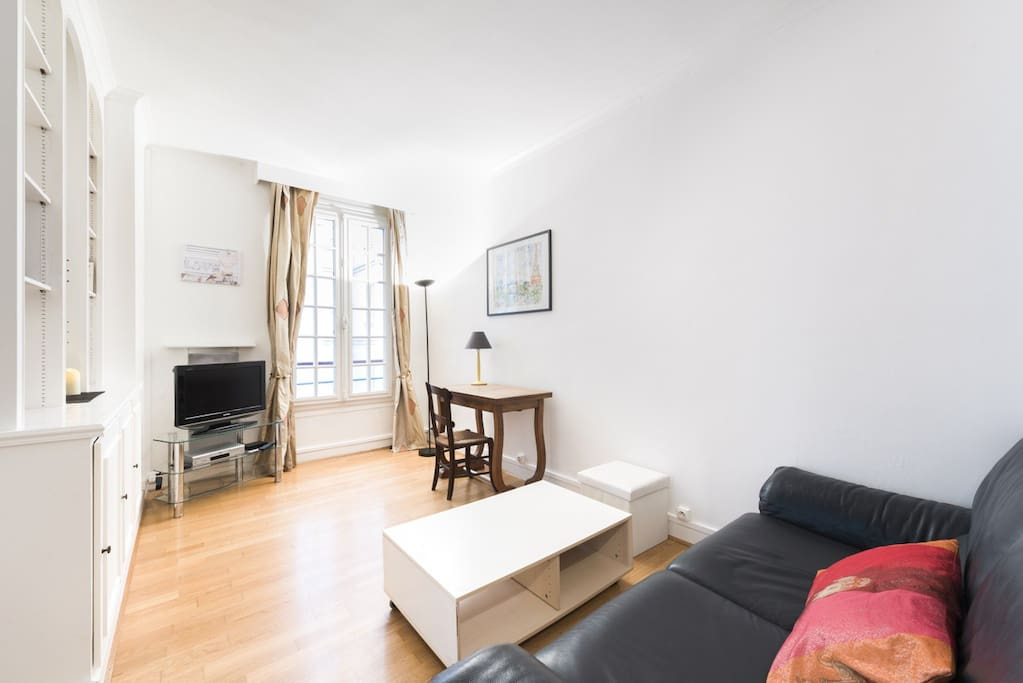 Charming flat very close to Eiffel Tower
