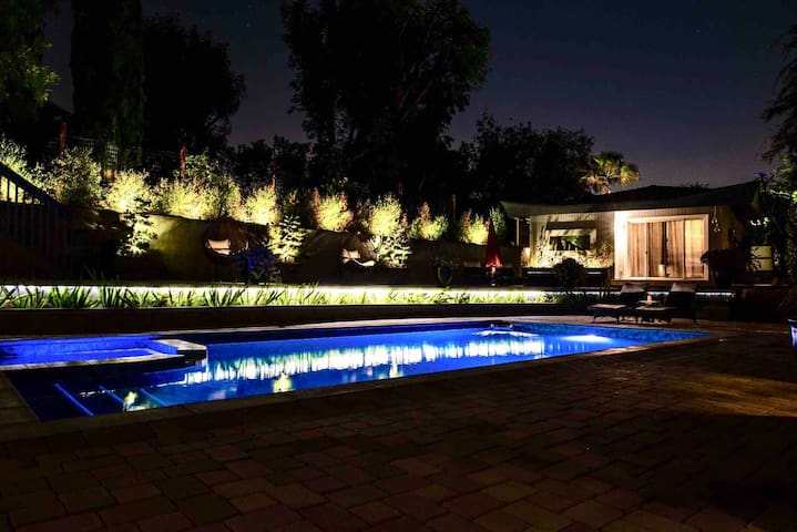 LA Pool, Privacy and Amazing Views!
