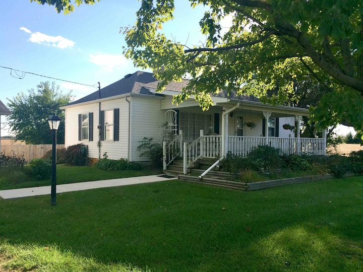 Peaceful, Charming Farmhouse, near Toledo; I-80/90