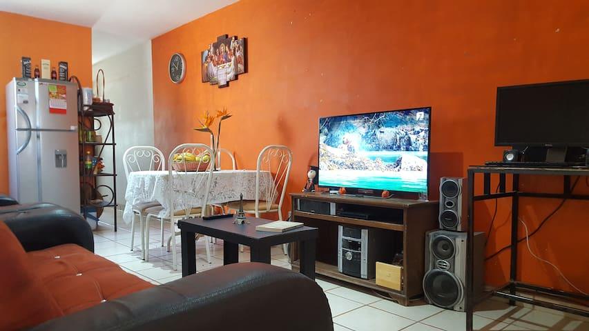 Céntrica habitación cerca de Media Luna Grutas y +