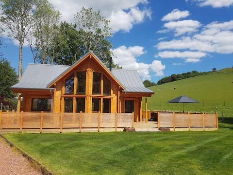 Bizzyberry Lodge, Biggar.  Luxury Cabin & Hot Tub
