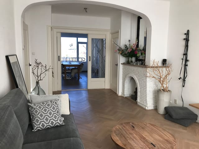 Light & spacious appartment close to the beach