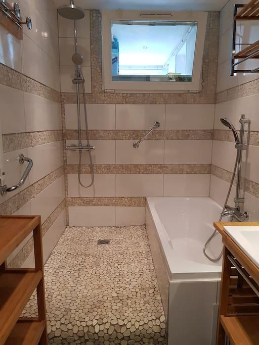 Concept salle de bain douche italienne