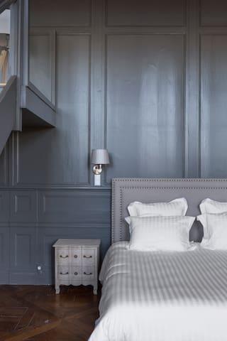 Suite Orléans : lit king size 180x200