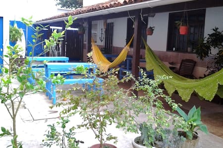 Luau Surf Hostel / aulas de surf - Praia Grande - Hostel