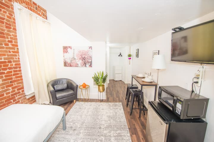 San Diego Studio in the Heart of Downtown!