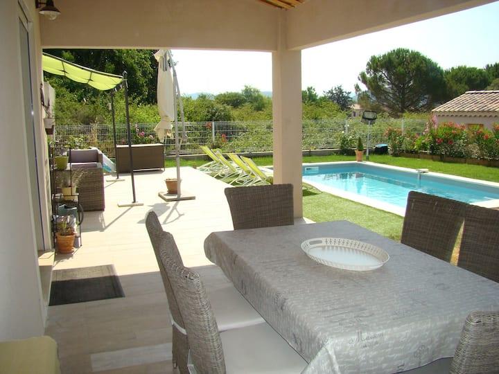 Très jolie Villa 3 chambres ,piscine au calme