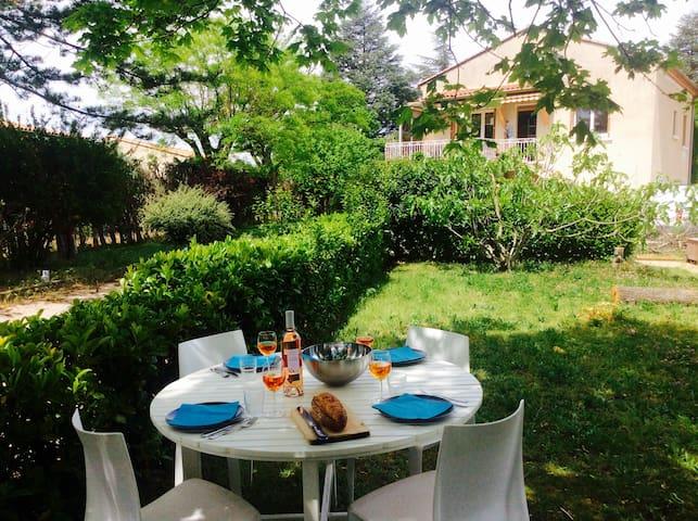 Villa lumineuse avec piscine et jardin arboré - Mazan - Villa
