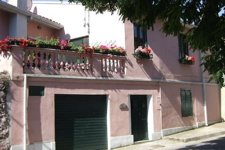 B&B Casa Rosa, charming, cozy house - Bortigali - Bed & Breakfast