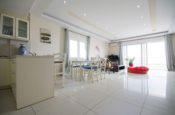 Luxurious(120m) sea front apartment