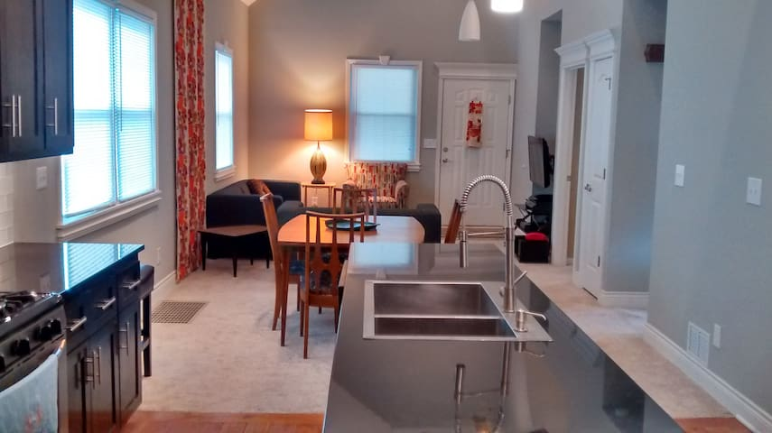 Fully Renovated KCK Vacation Home - Kansas City - Dom