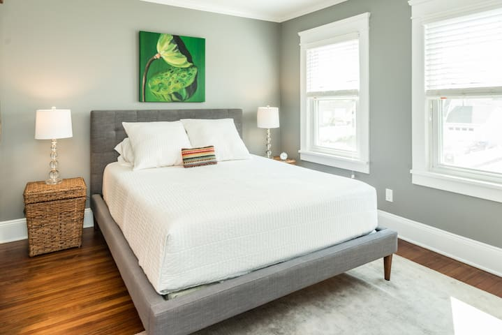 Sunny Room in charming 1920 house - Norwalk - Σπίτι