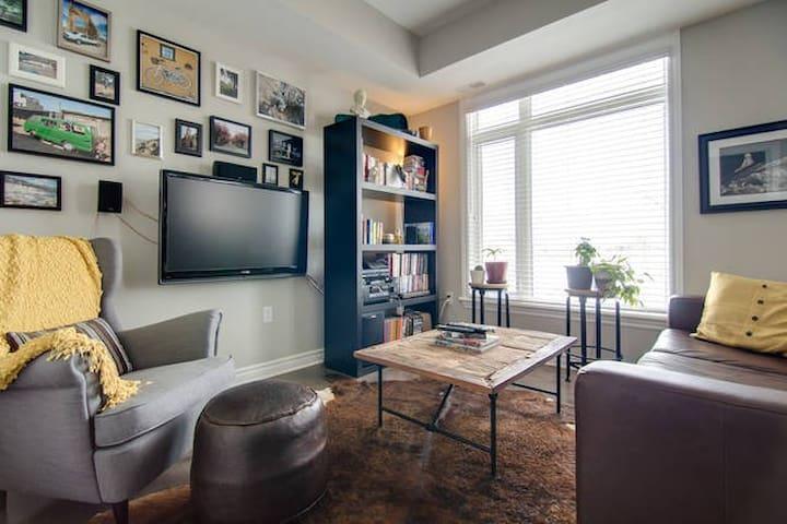Bright 2 bedroom/2 bathroom condo for 5 guests! - Ottawa - Apartament