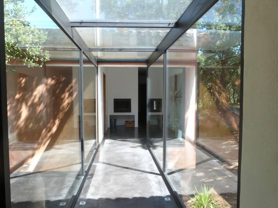 maison d 39 architecte villas for rent in le plan de la tour. Black Bedroom Furniture Sets. Home Design Ideas