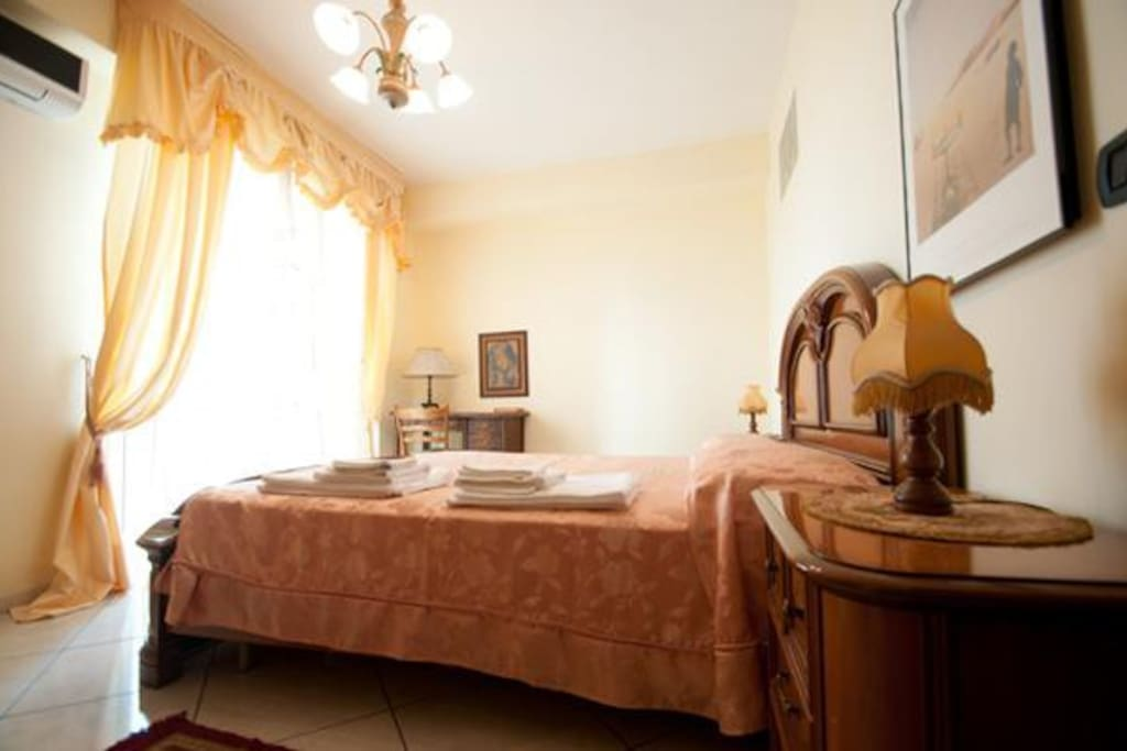 Spartacus b b bed and breakfasts for rent in santa maria for Living arredamenti santa maria capua vetere